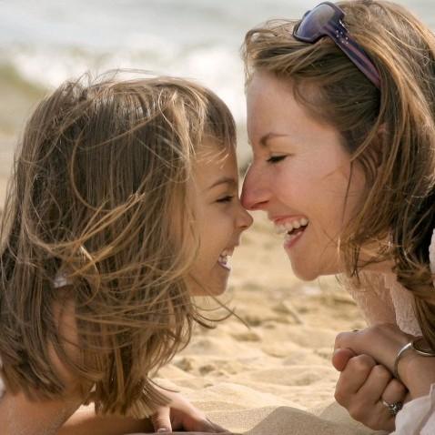 b2654573-d28c-438b-a44f-dc01c9139bd1_mother_daughter_parent_family-848x478