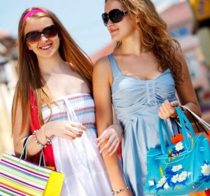 142004-566x848r1-teen-girls-shopping