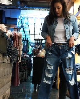 Ashley-Graham-Jean-Shopping-Vogue-2016